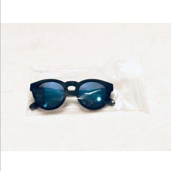 a56ae86bc819 Diff Eyewear Dime II Polarized Sunglasses. Diff Eyewear.  M_5c2de140c617772c39a5d6b6. M_5c2de29a8ad2f92bfa26502e.  M_5c2de13b5c4452e48f5fdc08
